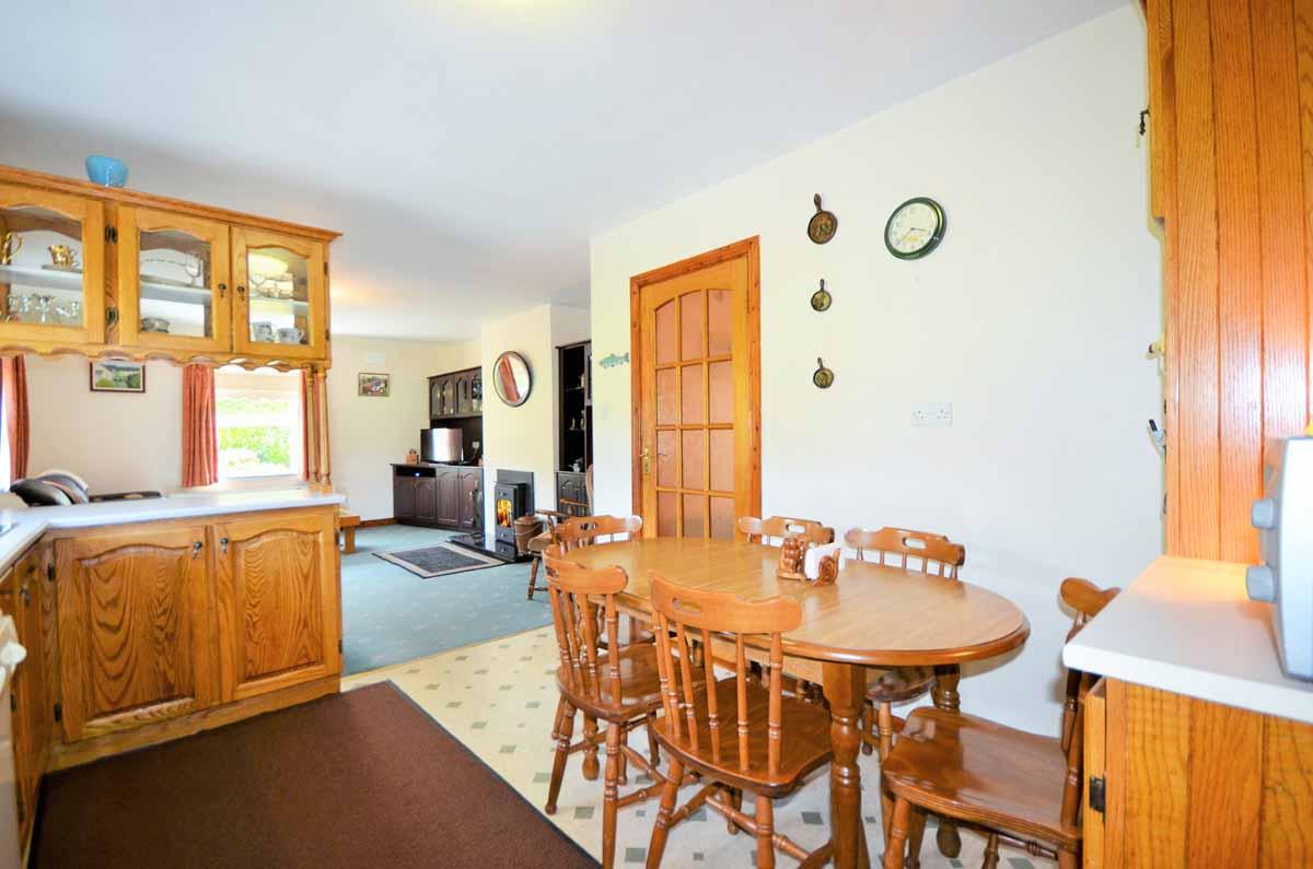 16_Kitchen Dining Area