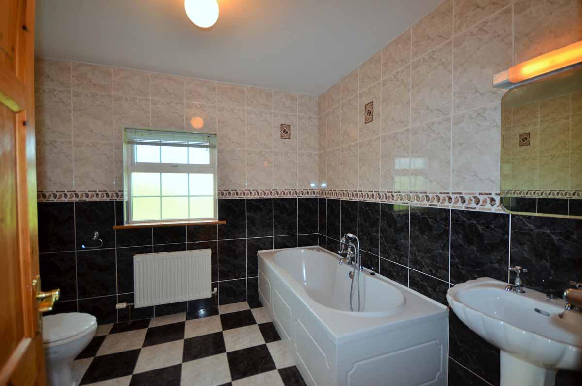 17_Family Bathroom