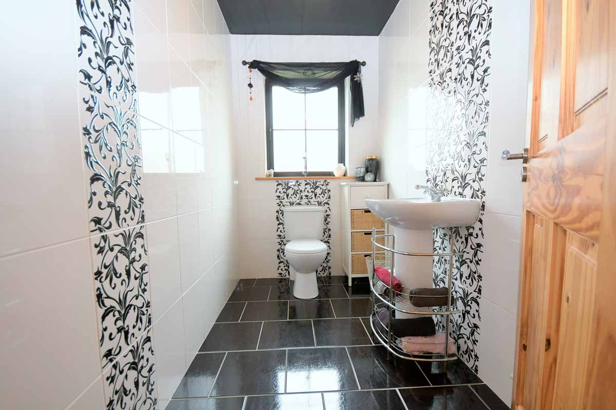 24_Downstairs Bathroom