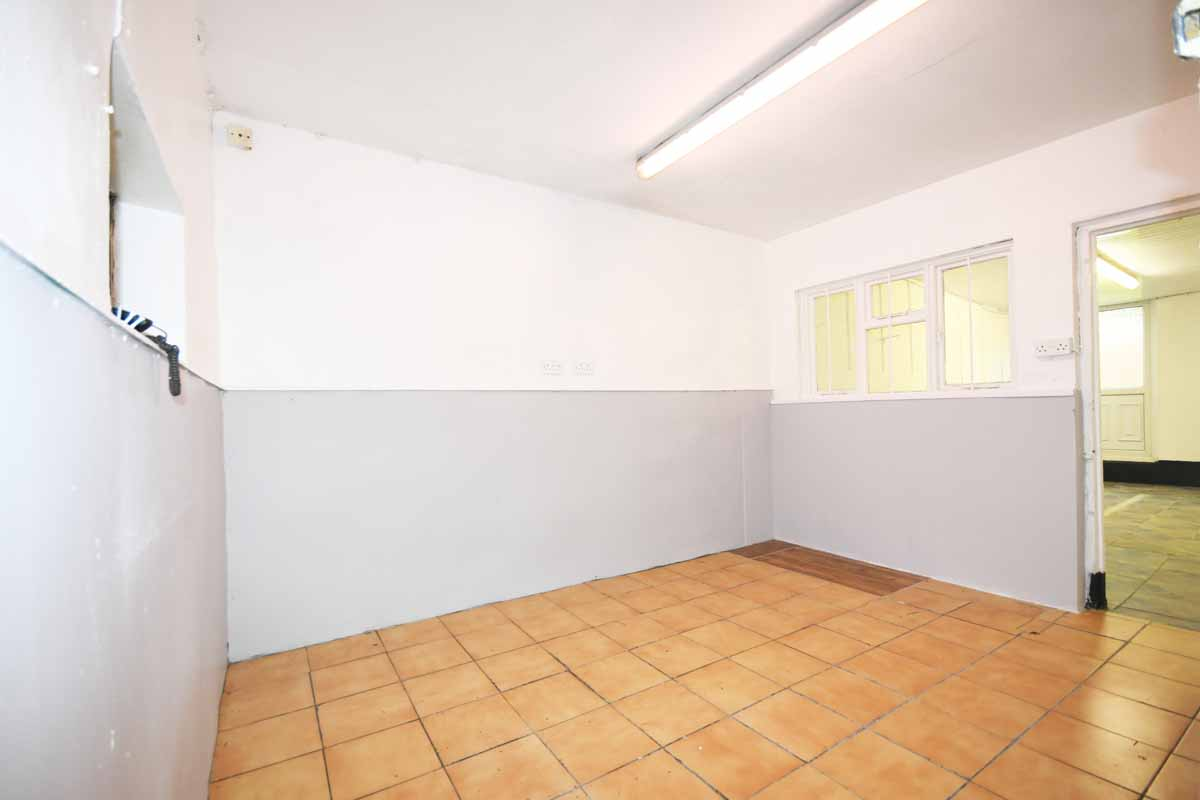 7_Middle Office-Main St Innishannon