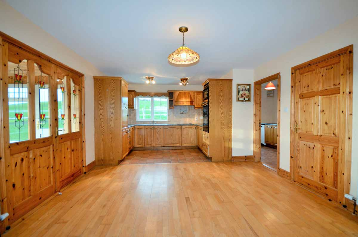 9_Kitchen Dining Area