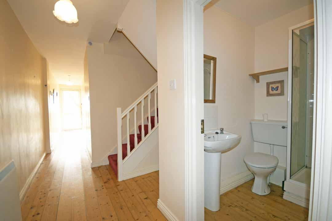 13_Hall and Bathroom