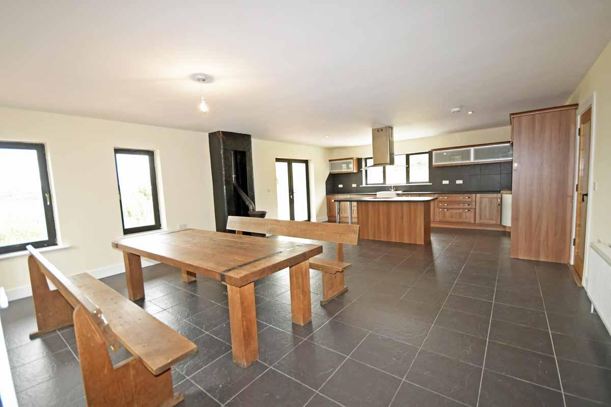 10_Dining Kitchen Area