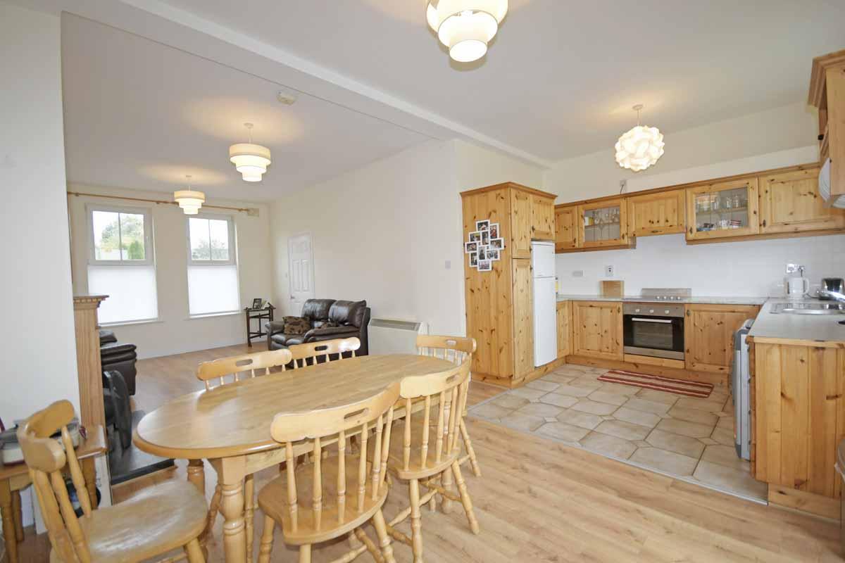 5_Kitchen Dining Area