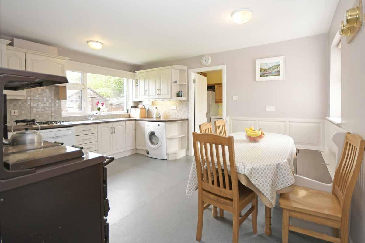 17_Kitchen Dining Area