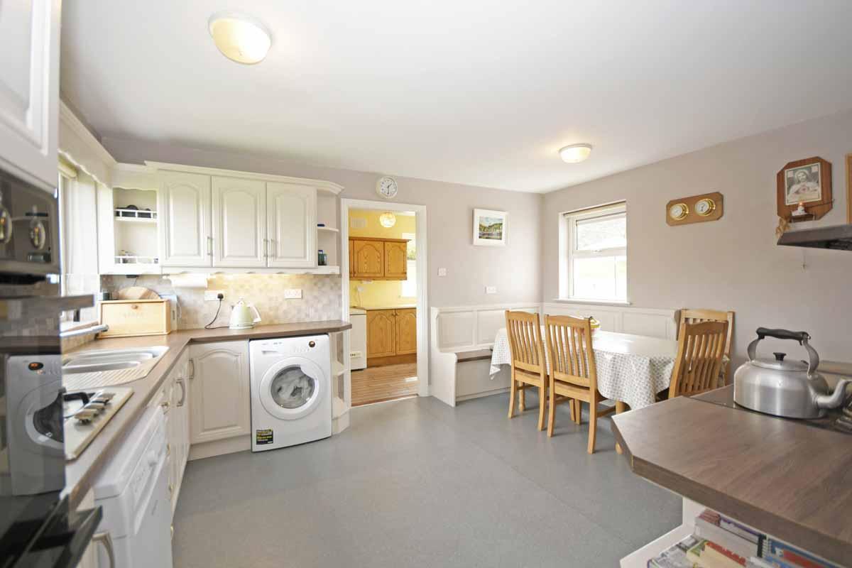 19_Kitchen Dining Area