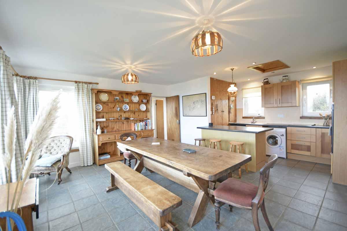 13_Dining & Kitchen Area