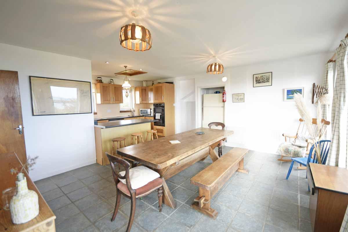 15_Dining & Kitchen Area