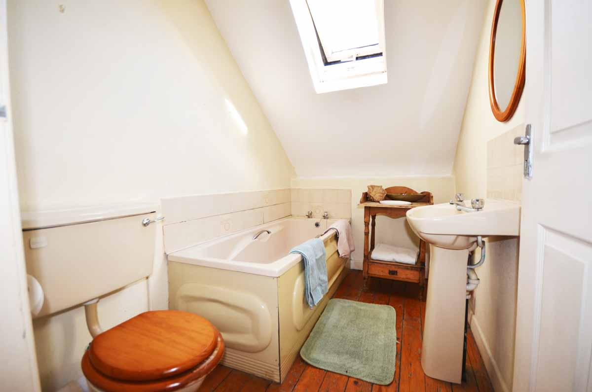 15_Second Floor Bathroom