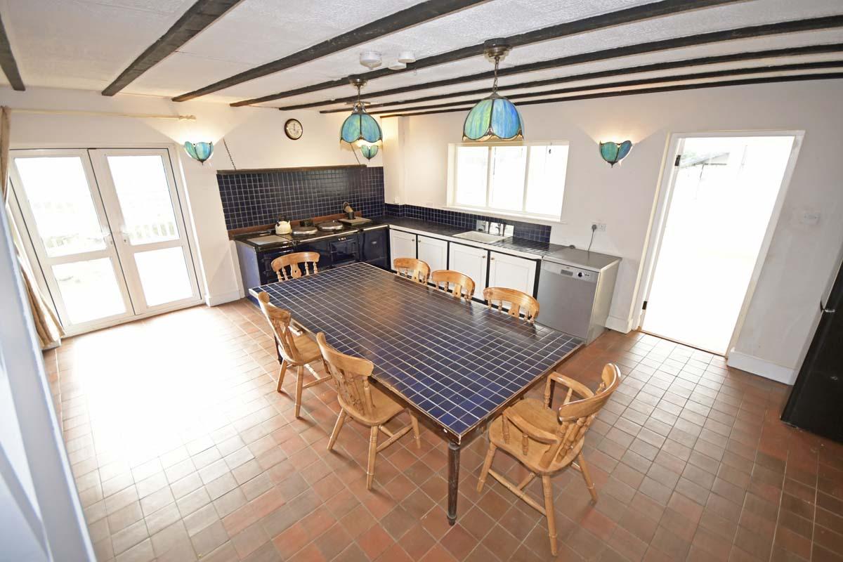 18_Kitchen Dining Area