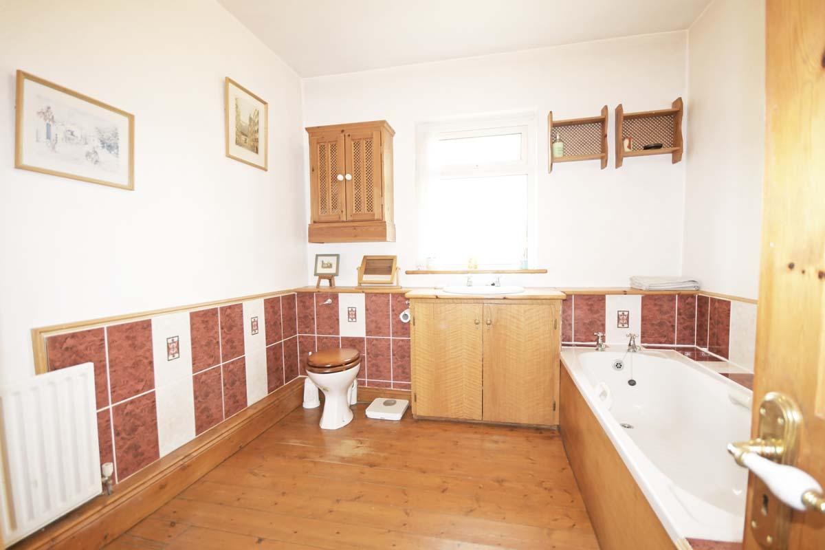 21_Family Bathroom