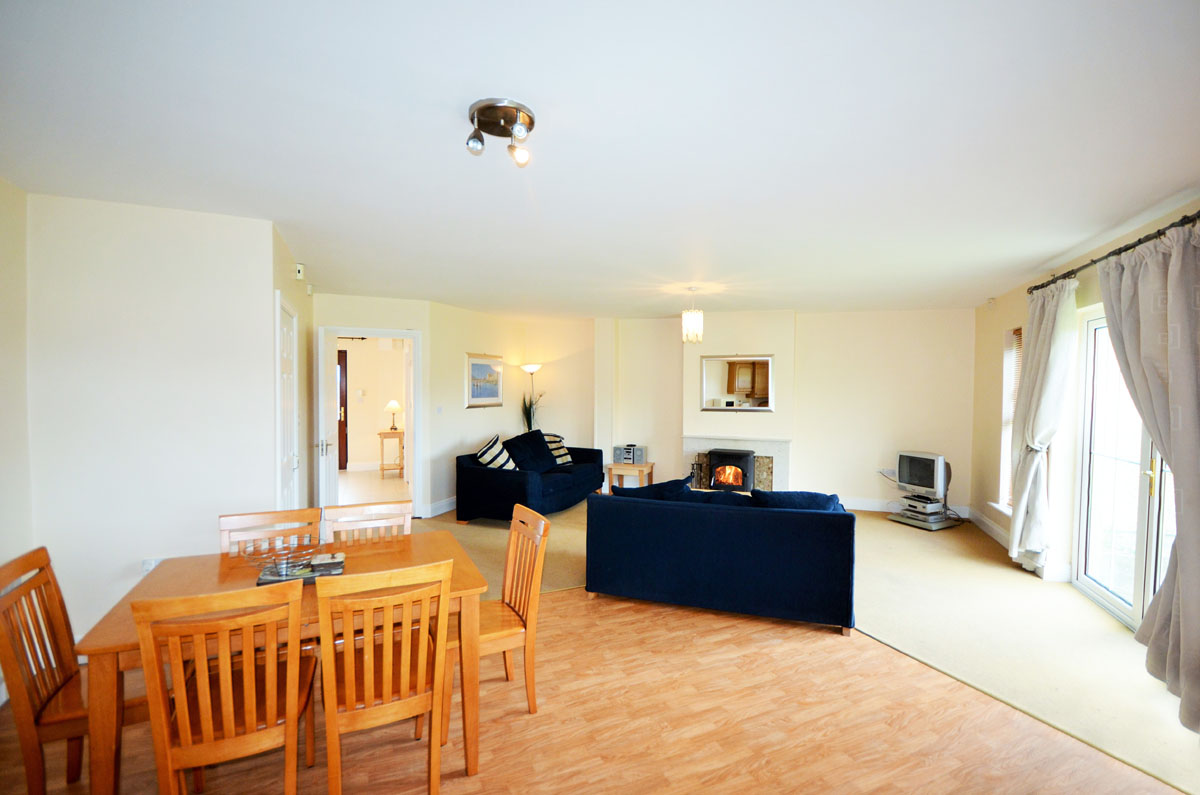 10_Dining Living Area