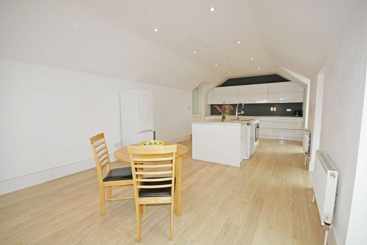 18_Dining & Kitchen Area