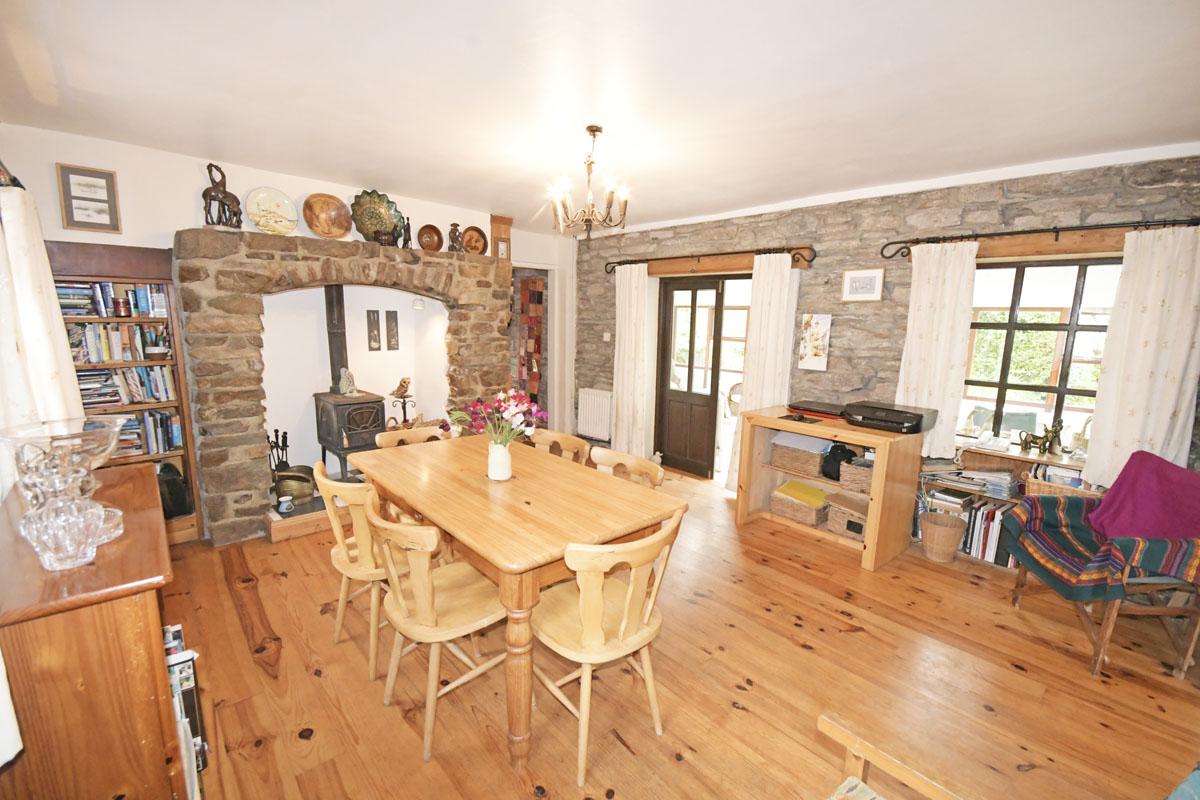 28_Dining Room