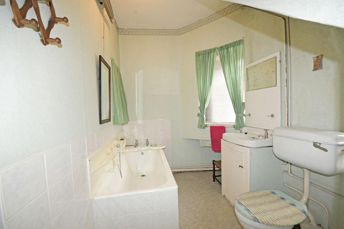 34_Family Bathroom