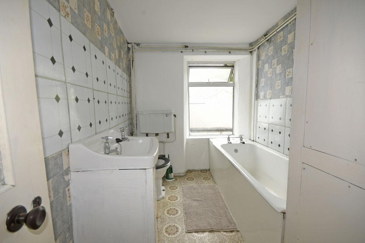 37_Cottage_Bathroom