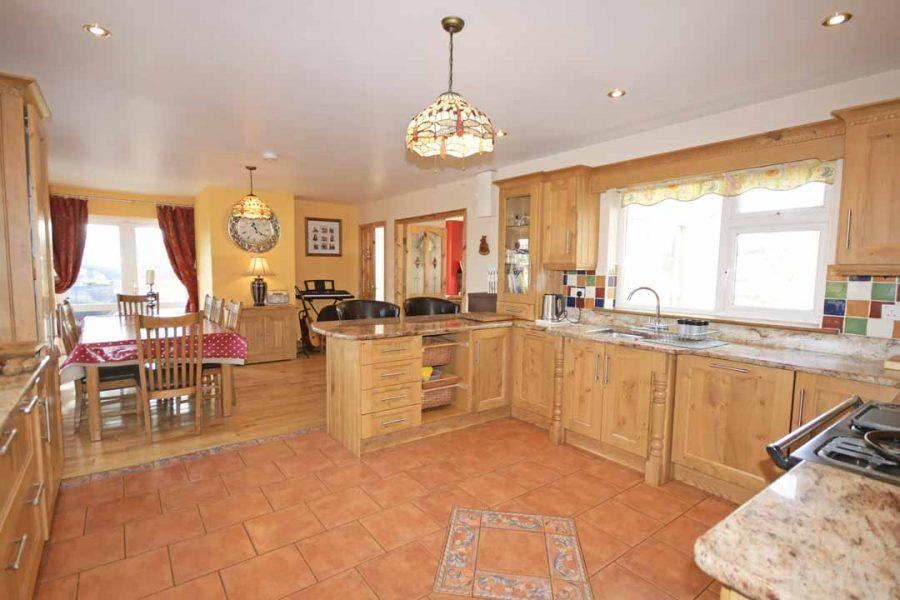 13_Kitchen Dining Area
