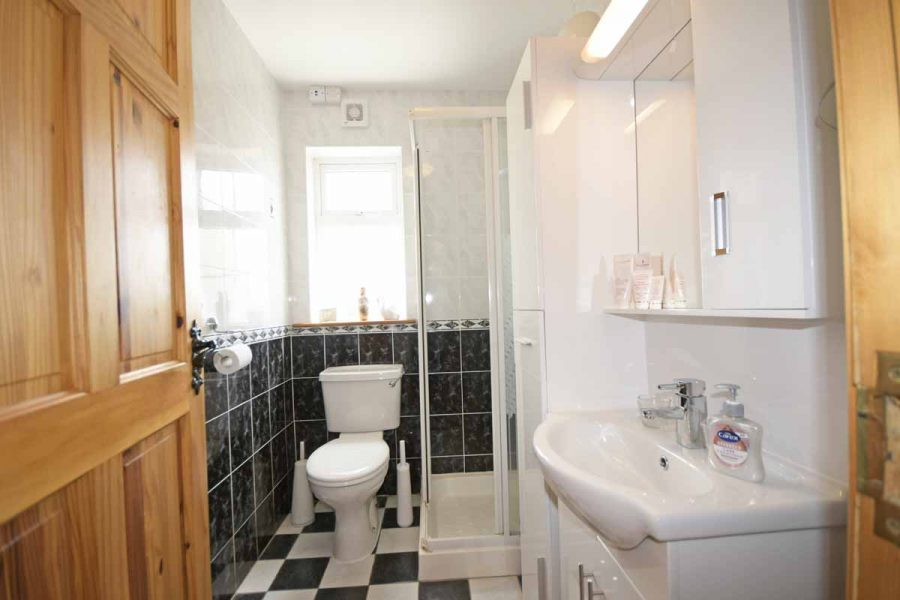 20_Shower Room