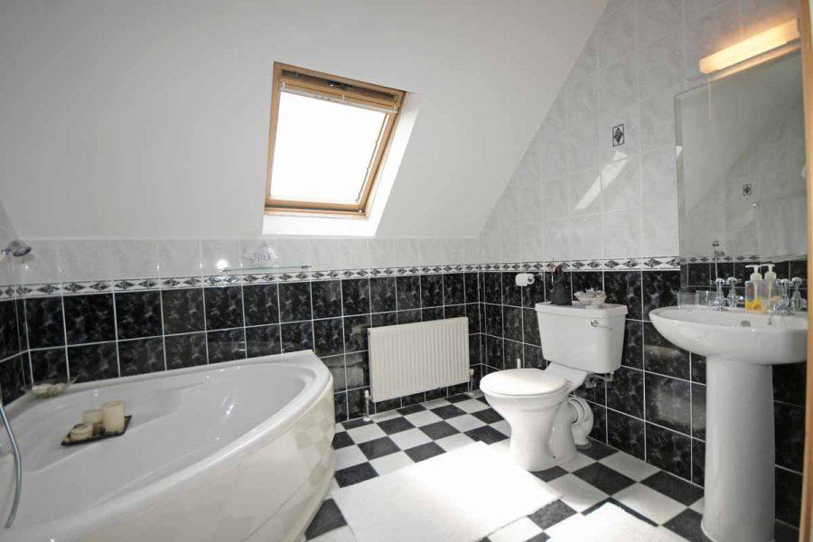 25_Family Bathroom